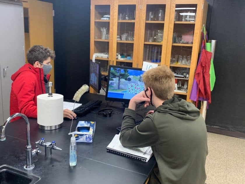 students playing Labster in a face-to-face lab classroom
